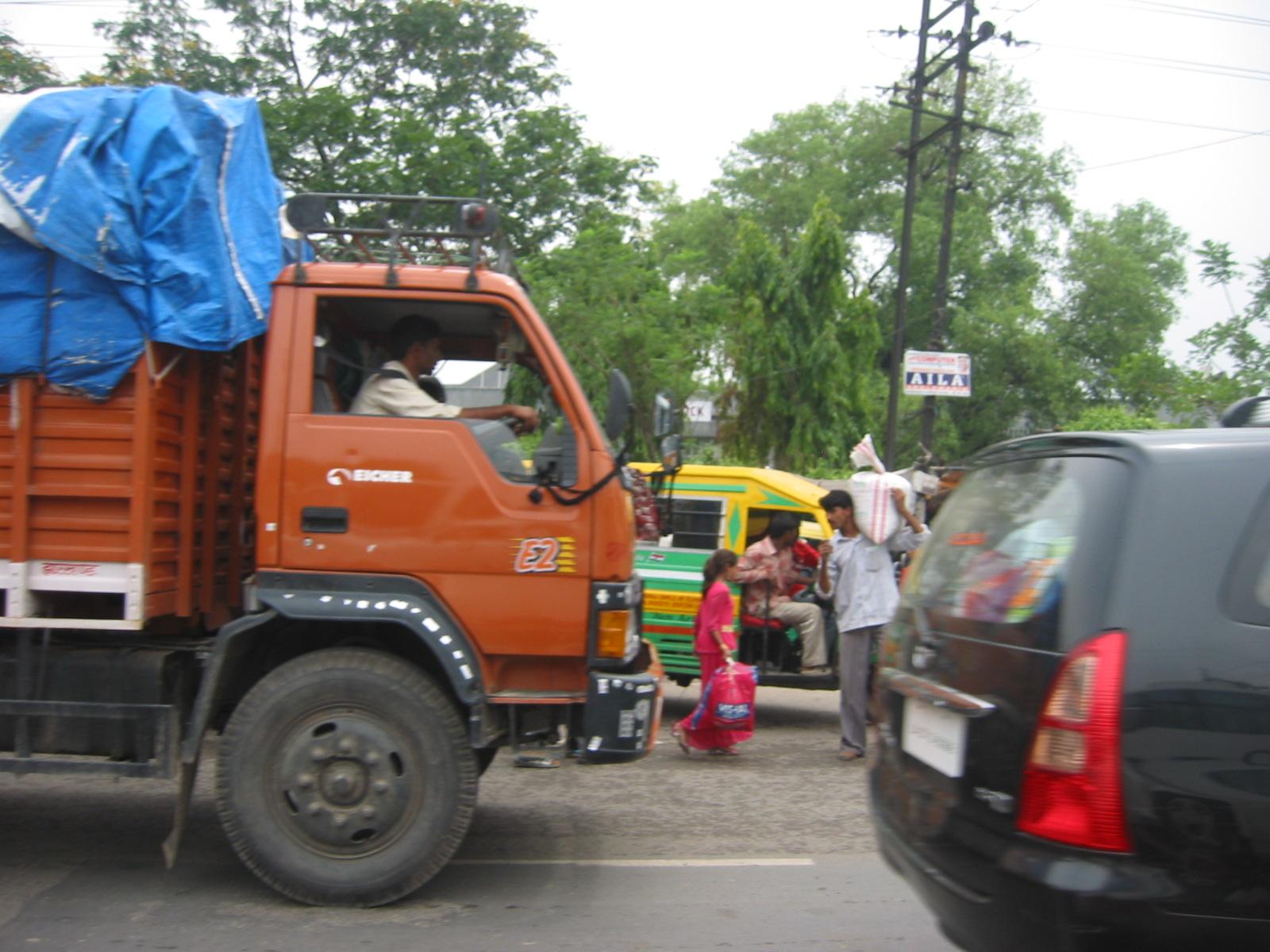 दिल्ली हो या जयपुर, हमारा Traffic Sense is all same 1